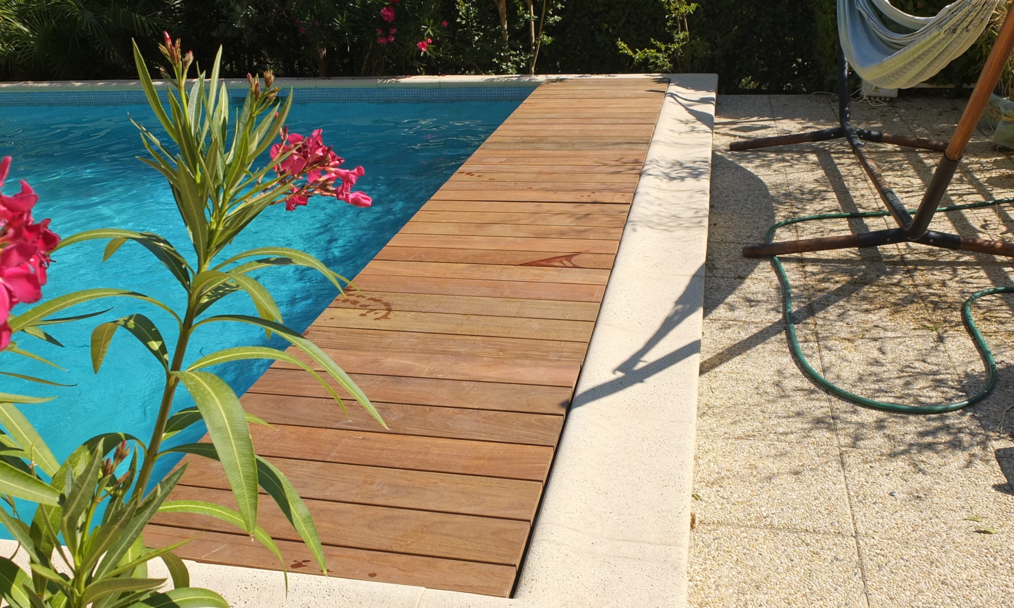 Volet roulant immerges store piscine fabricant volet - Piscine avec volet roulant immerge ...